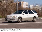 """Купить «""""Toyota Vista Ardeo"""" - легковой автомобиль мчится по дороге», фото № 4585428, снято 29 апреля 2013 г. (c) Павел Кричевцов / Фотобанк Лори"""