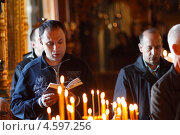 Купить «Москва, люди в Новодевичьем монастыре», эксклюзивное фото № 4597256, снято 2 мая 2013 г. (c) Дмитрий Неумоин / Фотобанк Лори