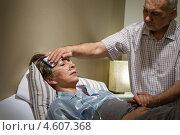 Купить «Пожилой мужчина ухаживает за больной женой», фото № 4607368, снято 19 апреля 2013 г. (c) CandyBox Images / Фотобанк Лори