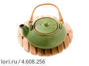 Купить «Зеленый керамический чайник на подставке», фото № 4608256, снято 13 августа 2010 г. (c) Елена Архангельская / Фотобанк Лори