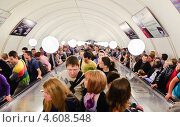 Купить «Толпа людей на эскалаторе в метро», эксклюзивное фото № 4608548, снято 9 мая 2013 г. (c) Алёшина Оксана / Фотобанк Лори