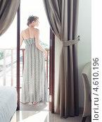 Купить «Красивая женщина на балконе», фото № 4610196, снято 24 марта 2013 г. (c) Виктор Застольский / Фотобанк Лори