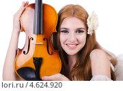Купить «Красивая девушка со скрипкой», фото № 4624920, снято 12 апреля 2013 г. (c) Elnur / Фотобанк Лори