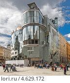 Дом Хааса на Стефанплац в Вене. (Haas Haus, Stephansplatz, 12) (2013 год). Редакционное фото, фотограф Виктор Тараканов / Фотобанк Лори