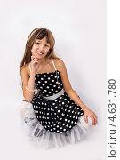Улыбающаяся девочка в темном платье в белый горошек. Стоковое фото, фотограф Daniil Nikiforov / Фотобанк Лори