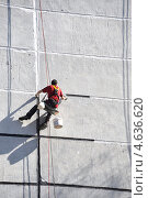 Купить «Работа на высоте. Герметизация здания», фото № 4636620, снято 6 мая 2013 г. (c) Vladimirs Koskins / Фотобанк Лори