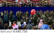 Купить «Выступление роты почетного караула Омского филиала Военной академии тыла и транспорта. Парад 9 мая 2013. Омск», эксклюзивный видеоролик № 4640756, снято 18 мая 2013 г. (c) Юлия Машкова / Фотобанк Лори