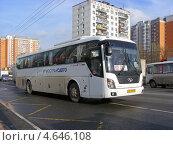 """Автобус № 335 """"Фряново - Москва"""" едет по Щелковскому шоссе, Москва, эксклюзивное фото № 4646108, снято 30 апреля 2013 г. (c) lana1501 / Фотобанк Лори"""