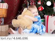 Купить «Маленькая девочка с плюшевым медведем», фото № 4646696, снято 23 декабря 2012 г. (c) Литвяк Игорь / Фотобанк Лори