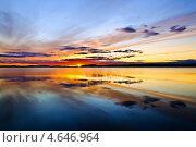 Купить «Солнце ложится спать... Поньгомозеро, северная Карелия, Россия», фото № 4646964, снято 5 августа 2011 г. (c) Сергей Трофименко / Фотобанк Лори