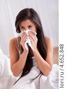 Купить «Молодая женщина с простудой сидит в кровати», фото № 4652848, снято 30 сентября 2012 г. (c) Андрей Попов / Фотобанк Лори