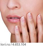Женские пальчики с красивым аккуратным маникюром. Стоковое фото, фотограф Андрей Попов / Фотобанк Лори