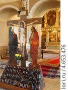 Купить «Новодевичий монастырь, голгофа в Успенском соборе», эксклюзивное фото № 4653476, снято 2 мая 2013 г. (c) Дмитрий Неумоин / Фотобанк Лори