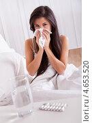 Купить «Простуженная женщина чихает в постели», фото № 4653520, снято 30 сентября 2012 г. (c) Андрей Попов / Фотобанк Лори