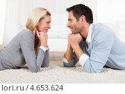 Купить «Счастливые супруги лежат на ковре и смотрят друг на друга», фото № 4653624, снято 7 октября 2012 г. (c) Андрей Попов / Фотобанк Лори