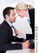 Купить «Служебный роман - женщина страстно тянет мужчину за галстук», фото № 4653928, снято 7 октября 2012 г. (c) Андрей Попов / Фотобанк Лори