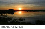 Закат на озере в Калужской области. Time lapse. Стоковое видео, видеограф Soft light / Фотобанк Лори
