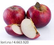 Купить «Красные яблоки», фото № 4663920, снято 25 мая 2013 г. (c) Литвяк Игорь / Фотобанк Лори