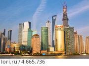 Купить «Вид на реку Хуанпу и небоскребы в деловом районе Пудонг города Шанхая, Китай», фото № 4665736, снято 12 мая 2013 г. (c) Николай Винокуров / Фотобанк Лори