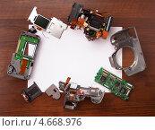 Купить «Ремонт зеркального фотоаппарата», фото № 4668976, снято 27 мая 2013 г. (c) WalDeMarus / Фотобанк Лори