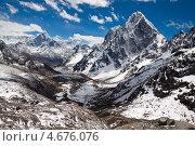Купить «Вид на гималайские вершины: Ама Даблам, Табуче Пик, Чолатце», фото № 4676076, снято 11 апреля 2013 г. (c) Оксана Гильман / Фотобанк Лори