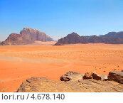 Вид на горы и пустыню Вади Рам, Иордания (2010 год). Стоковое фото, фотограф Наталия Давидович / Фотобанк Лори