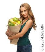 Купить «Девушка держит в руках бумажный пакет с фруктами», фото № 4678684, снято 8 декабря 2012 г. (c) Syda Productions / Фотобанк Лори