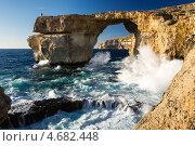 Знаменитая природная арка в гигантской скале Лазурное окно на острове Гозо,Мальта (2013 год). Стоковое фото, фотограф Галина Вишнякова / Фотобанк Лори