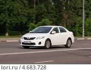 Купить «Toyota Corolla мчится по дороге», фото № 4683728, снято 31 мая 2013 г. (c) Павел Кричевцов / Фотобанк Лори