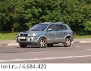 Купить «Hyundai Tucson - корейский кроссовер в движении на дороге», фото № 4684420, снято 31 мая 2013 г. (c) Павел Кричевцов / Фотобанк Лори