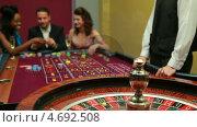 Купить «Man placing bet for roulette», видеоролик № 4692508, снято 20 июня 2019 г. (c) Wavebreak Media / Фотобанк Лори