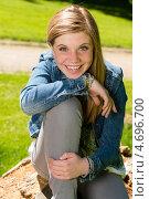 Купить «Радостная молодая девушка в парке», фото № 4696700, снято 15 мая 2013 г. (c) CandyBox Images / Фотобанк Лори