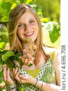 Купить «Радостная молодая девушка у цветущего дерева», фото № 4696708, снято 15 мая 2013 г. (c) CandyBox Images / Фотобанк Лори