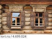 Купить «Два окошка старинного деревянного дома. Суздаль», фото № 4699024, снято 28 мая 2013 г. (c) Александр Романов / Фотобанк Лори