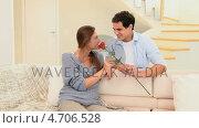 Купить «Man offering a rose to his fiancee», видеоролик № 4706528, снято 17 июля 2019 г. (c) Wavebreak Media / Фотобанк Лори