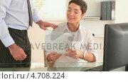 Купить «Businesswoman working in her office», видеоролик № 4708224, снято 15 октября 2018 г. (c) Wavebreak Media / Фотобанк Лори