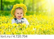Портрет маленькой девочки среди одуванчиков, фото № 4720704, снято 3 июня 2013 г. (c) Евгений Атаманенко / Фотобанк Лори