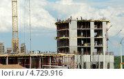 Строительство бетонных зданий на фоне движущихся облаков в Московской области. Time lapse (2013 год). Стоковое видео, видеограф Soft light / Фотобанк Лори