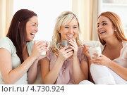 Купить «Три подруги вместе пьют кофе и смеются», фото № 4730924, снято 4 августа 2011 г. (c) Wavebreak Media / Фотобанк Лори