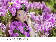 Купить «Молодая красивая женщина с ярким макияжем в цветах сирени», фото № 4735852, снято 2 мая 2013 г. (c) Photobeauty / Фотобанк Лори