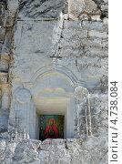 Купить «Икона Богородицы в стене пещерного храма Сицилийцской иконы Божией матери», фото № 4738084, снято 13 мая 2013 г. (c) Анна Мартынова / Фотобанк Лори