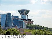 Купить «Вертолет Robinson R-44 Raven на фоне дома правительства Московской области», эксклюзивное фото № 4738864, снято 6 июня 2013 г. (c) Володина Ольга / Фотобанк Лори