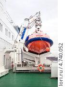 Купить «Палуба на круизном лайнере и спасательный бот», фото № 4740052, снято 27 апреля 2013 г. (c) Parmenov Pavel / Фотобанк Лори