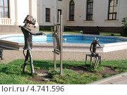 Скульптурная композиция из жестяных труб в Сочи (2010 год). Редакционное фото, фотограф Чернова Анна / Фотобанк Лори