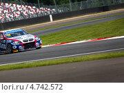 Купить «Автомобиль BMW 320 TC  команды ROAL Motorsport проходит вираж на Чемпионате мира по шоссейно-кольцевым гонкам FIA WTCC на трассе Moscow Raceway», фото № 4742572, снято 7 июня 2013 г. (c) Николай Винокуров / Фотобанк Лори