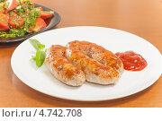 Купить «Домашние колбаски, жаренные на гриле с томатным соусом», фото № 4742708, снято 7 июня 2013 г. (c) Сергей Колесников / Фотобанк Лори