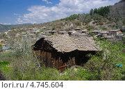 Старый дом в сельской местности Болгарии. Стоковое фото, фотограф Мартин Кърнолски / Фотобанк Лори