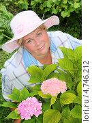 Женщина с розовой гортензией. Стоковое фото, фотограф Юрий Морозов / Фотобанк Лори