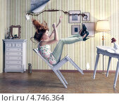 Купить «Девушка падает со стула и проливает кофе», фото № 4746364, снято 7 ноября 2018 г. (c) Виктор Застольский / Фотобанк Лори