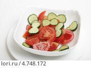 Купить «Салат из свежих помидоров и огурцов», эксклюзивное фото № 4748172, снято 13 июня 2013 г. (c) Яна Королёва / Фотобанк Лори